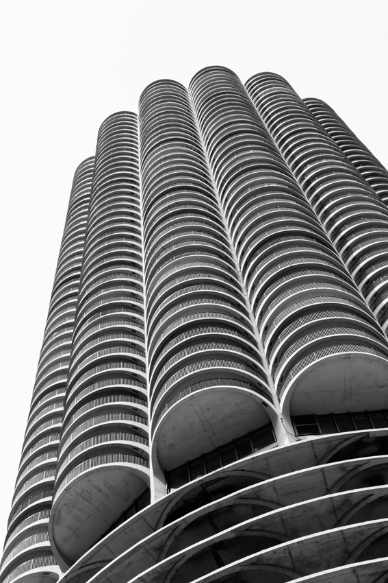 Building exterior of towers ar Marina City in Chicago