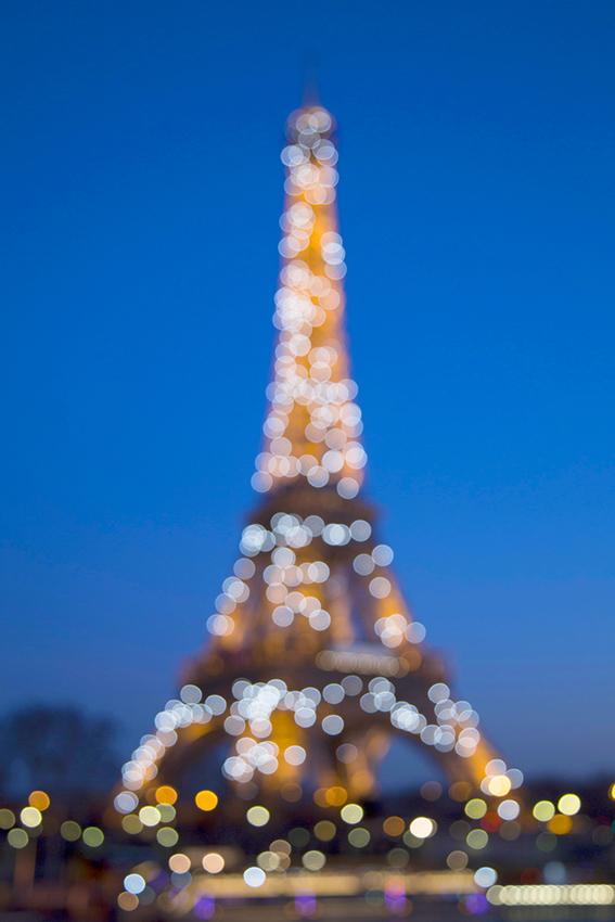 Eiffel Tower twinkle lights